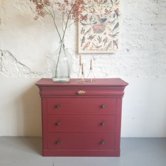 Dressoir Cranberry rood met gouden knoppen fusion mineral paint Goed Gestyled Brielle