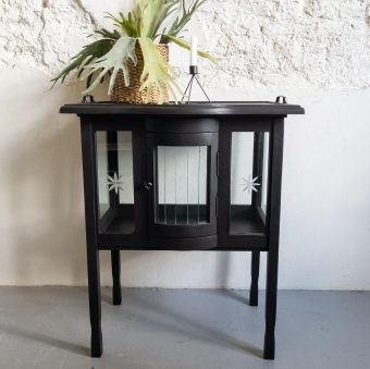 Theekastje mat zwart coal black goed gestyled brielle Fusion Mineral Paint