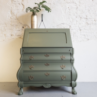 Buikkast secretaire geverfd groen Bayberry Fusion mineral paint goed gestyled